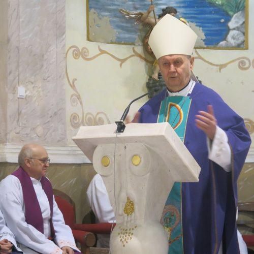 002 Biskup Mrzljak propovijeda