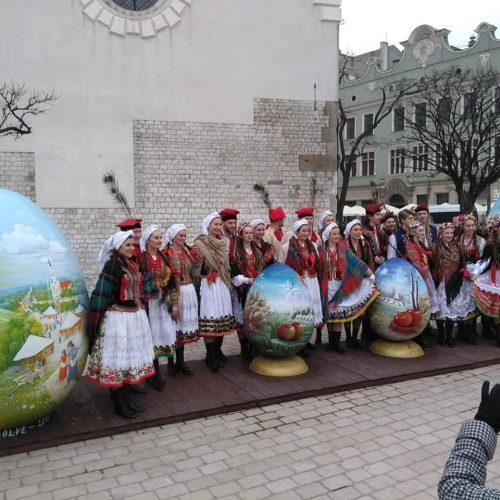pisanice u okruženju poljskih folkloraša